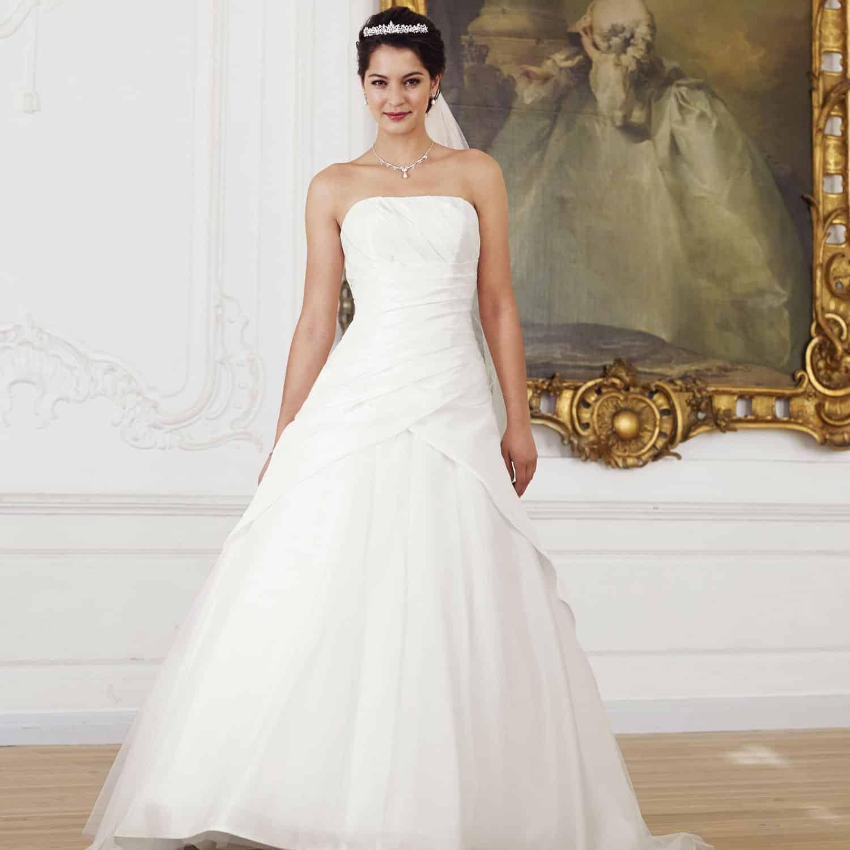 La robe de mariée pour une femme de grande taille