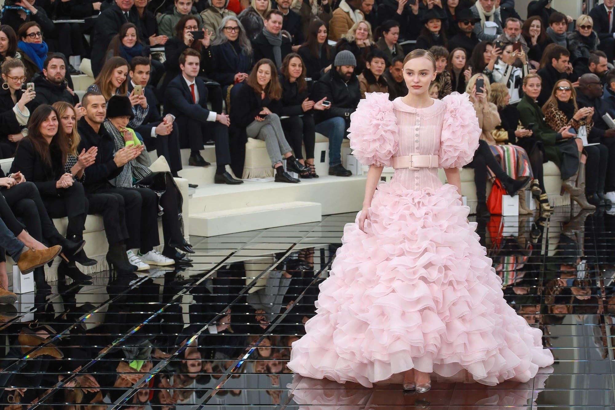 Défilé de mode de robe de mariée